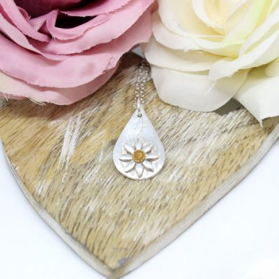 silver teardrop daisy necklace